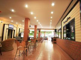 Chaba Chalet Hotel, hotel near Baan Sillapin Artists' Village, Hua Hin