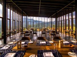 Santani Resort & Spa -Level 1 Safe & Secure, hotel en Kandy