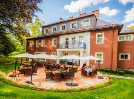 Manor House, hotel v Broumově