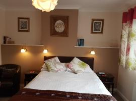 Penryn Guest House, ensuite rooms, free parking and free wifi, hotel near Anne Hathaways Cottage, Stratford-upon-Avon