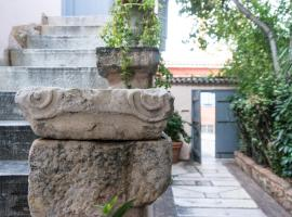 Acropolis Villa in Plaka, hotel with parking in Athens