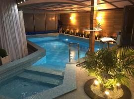 Apartament z prywatnym, krytym basenem – hotel w pobliżu miejsca Opera Leśna w mieście Sopot