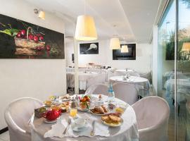 Hotel Mediterraneo, hotell i Pesaro