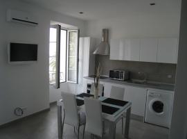 Studio magnifique vue mer, budget hotel in Menton