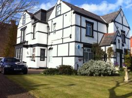 The Old Coach House, hotel near Sandcastle Waterpark, Blackpool