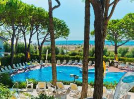 Park Hotel Pineta & Dependance Suite, hotel poblíž významného místa Golfový klub  Prà  delle Torri, Eraclea Mare