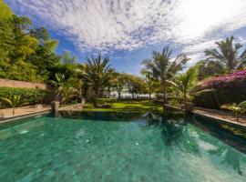 The Beach Villa, villa in Tanjung