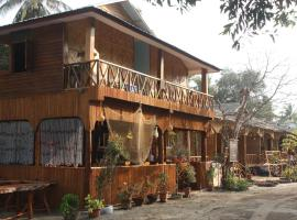 Soe Ko Ko Beach House & Restaurant, hotel in Ngwesaung