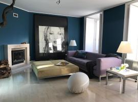 Kate's Glamorous Design Apartment, apartment in Lisbon