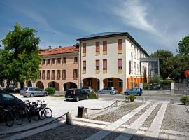 Centro della Famiglia, hotel near Treviso Airport - TSF,