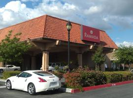 Ramada by Wyndham Fresno North, hotel near Fresno Yosemite International Airport - FAT, Fresno