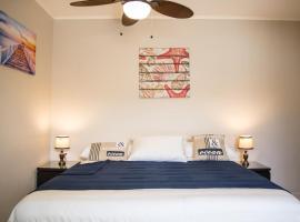 The Pier Beach Inn & Suites, hotel in Willemstad