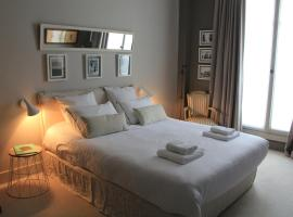 Villa du Square, Luxury Guest House, bed and breakfast en París