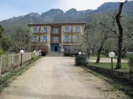 Hotel Carlo, hotell i Brenzone sul Garda