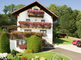 Ferienwohnungen Göstl, apartment in Bodenmais