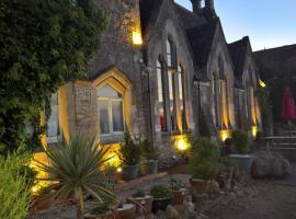 Schoolhouse Restaurant and Hotel, hotel near Bowood Golf & Country Club, Swindon