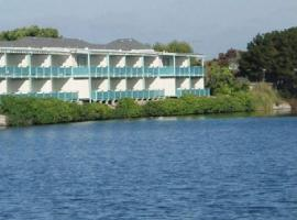 Coral Reef Inn & Condo Suites, hotel near Oakland International Airport - OAK,