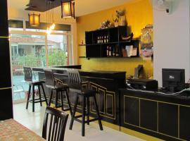 La Piccola Patong, hotel near Phuket Simon Cabaret, Patong Beach