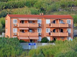 Apartments Jela, family hotel in Metajna