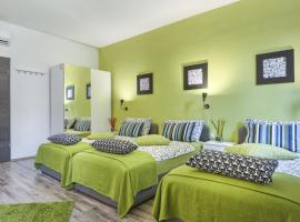 Top Center Rooms & Studio, B&B in Pula