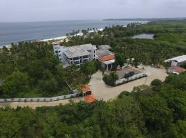 Lagoon Paradise Beach Resort, hotel in Tangalle