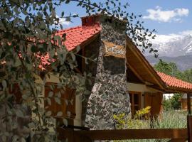 Las Espuelas Casas de Montaña, hotel in Potrerillos