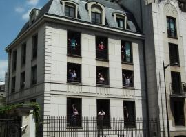Adveniat Paris, hostelli Pariisissa