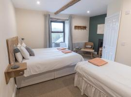 New Ing Lodge, cabin in Shap