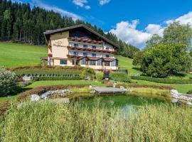 Berghotel Presslauer, hotel a Jenig
