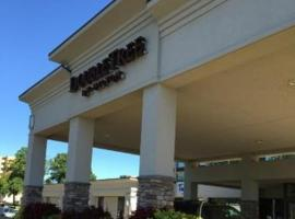 DoubleTree by Hilton Decatur Riverfront, hotel in Decatur