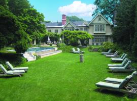 The Baker House 1650, hotel with pools in East Hampton