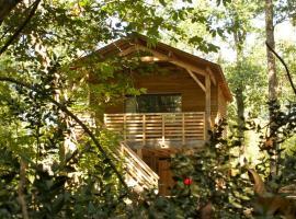 Ecolodges de Loire & Spa, lodge in Saint-Georges-des-Sept-Voies