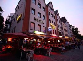 Hotel Kunibert der Fiese - Superior, hotel near KölnTriangle, Cologne