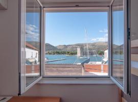 Hostel Marina Trogir, hotel in Trogir