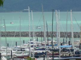 'Chez-Nous' - Two Bedroom Apartment, hotel near Abel Point Marina, Airlie Beach