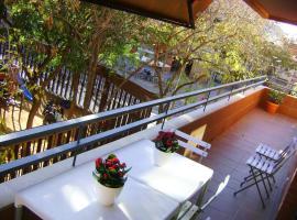 Apartment Guell, hotel near Sants Railway Station, Barcelona