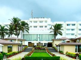 Hotel Holiday Resort, hotel with pools in Puri