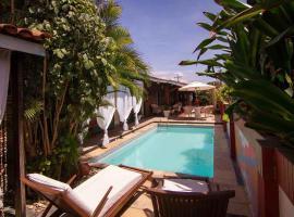 Pousada Le Baron, guest house in Praia do Frances