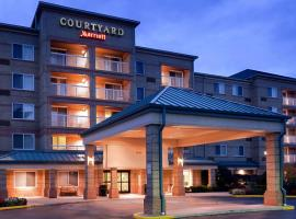 Courtyard Cleveland Airport South, hotel near Cleveland Hopkins International Airport - CLE, Middleburg Heights
