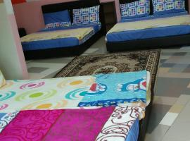 Karim CT Guest House, hostel in Malacca