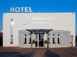 Henlex Biały Dom Restauracja Hotel, hotel near Szczepankowo Village, Poznań