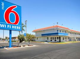 Motel 6-Fresno, CA - Blackstone South, hotel near Fresno Yosemite International Airport - FAT, Fresno