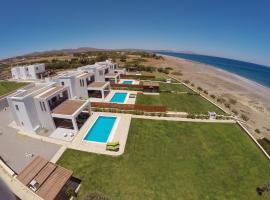 Antonoglou Beach Villas - Waterfront Luxury Retreat, villa in Gennadi