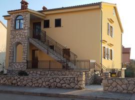 Apartment Tinna, hotel in Cres