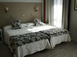 Hotel Los Naranjos, отель в городе Касерес
