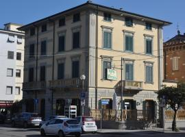 Hotel Vittoria, hotel in Viareggio