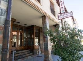 Hotel El Roble, отель в городе Сервера-де-Писуэрга