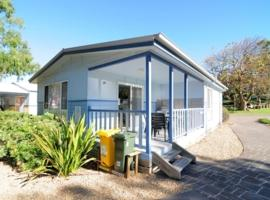Kendalls Beach Holiday Park, hotel near Jamberoo Action Park, Kiama