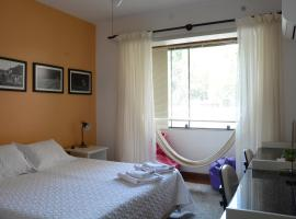 Apartamento Kami, hotel near CIEE Theatre, Porto Alegre