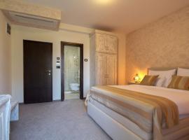 Hotel Helada, отель в Тивате